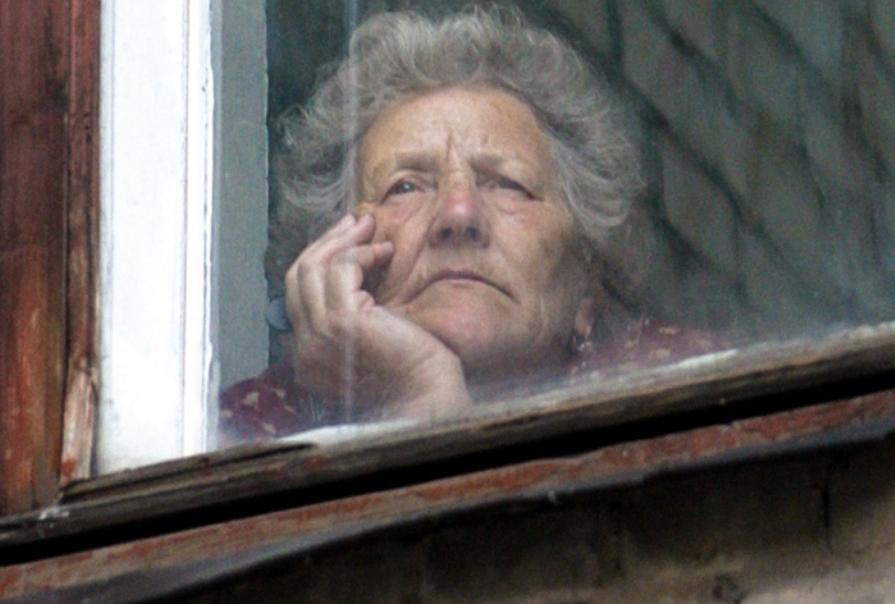 В Курской области введут обязательную самоизоляцию для пенсионеров и лиц с хроническими заболеваниями